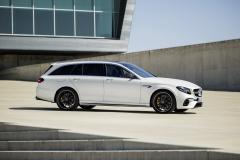 Mercedes-AMG E 63 S 4MATIC+ T-Modell, diamantweiß // Mercedes-AMG E 63 S 4MATIC+ Estate, diamond whiteKraftstoffverbrauch kombiniert: 9,1  l/100 km, CO2-Emissionen kombiniert: 206 g/km Fuel consumption combined:  9.1  l/100 km; combined CO2 emissions: 206  g/km