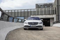 Mercedes-Benz S-Klasse S 560, designo diamantweiss bright;Kraftstoffverbrauch kombiniert: 7,9 l/100 km; CO2-Emissionen kombiniert: 181 g/km*Mercedes-Benz S-Class S 560, designo diamond white bright;Fuel consumption combined: 7.9 l/100 km; combined CO2 emissions: 181 g/km*