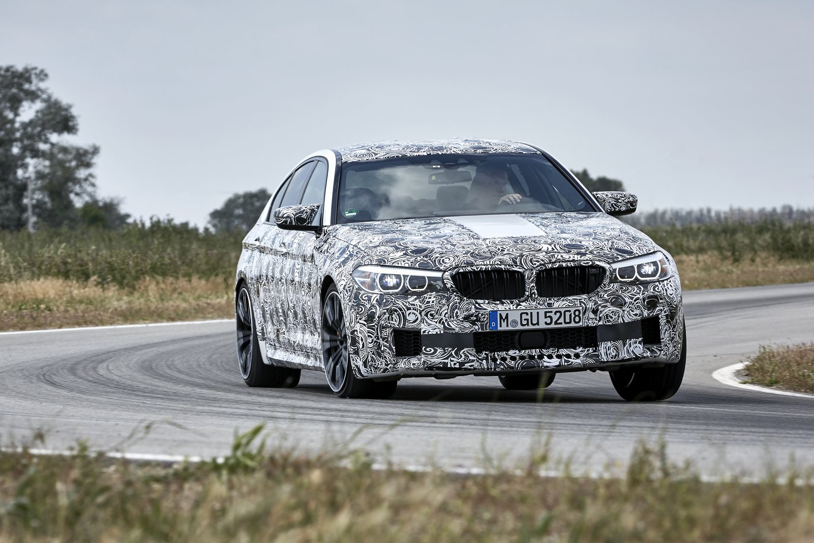 2018-BMW-M5-44