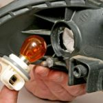 Как поменять лампочку в фаре или указателе поворота.