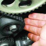 Замена ремня привода распределительного вала и натяжного ролика