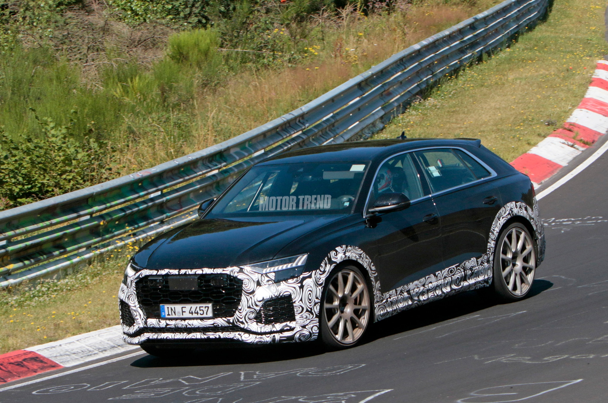 Audi RS Q8 с мощным Twin-Turbo V8