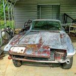 Старый корвет купе 1965 года, восстановленный заново