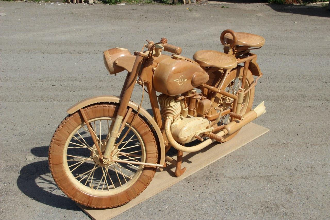 Девять мотоциклов сделанных из дерева