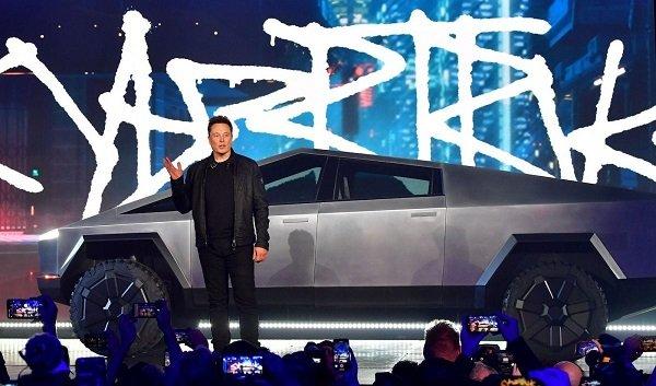 Все автомобили Илона Маска — 15 фото