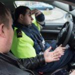 С какой целью инспектор ДПС просит Вас пройти в патрульное авто и законно ли это?